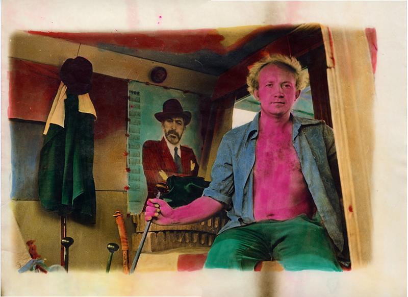 """Віктор та Сергій Кочетови, """"Чоловіча мода"""", 1982, срібно-желатиновий друк, ручне розфарбування. Колекція MOKSOP."""