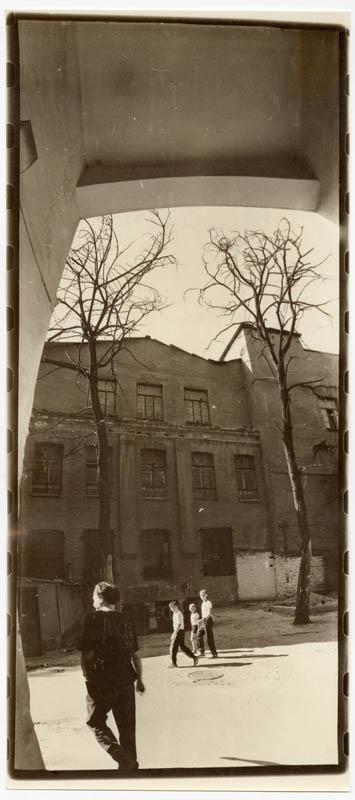 Подвір'я на вул. Петровського